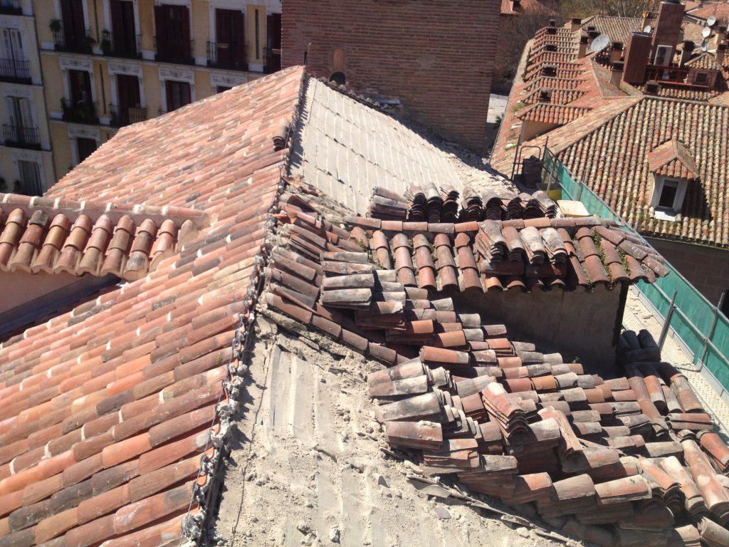 Rehabilitaci n cubiertas con teja curva grupo cubrian for Tejados sin tejas