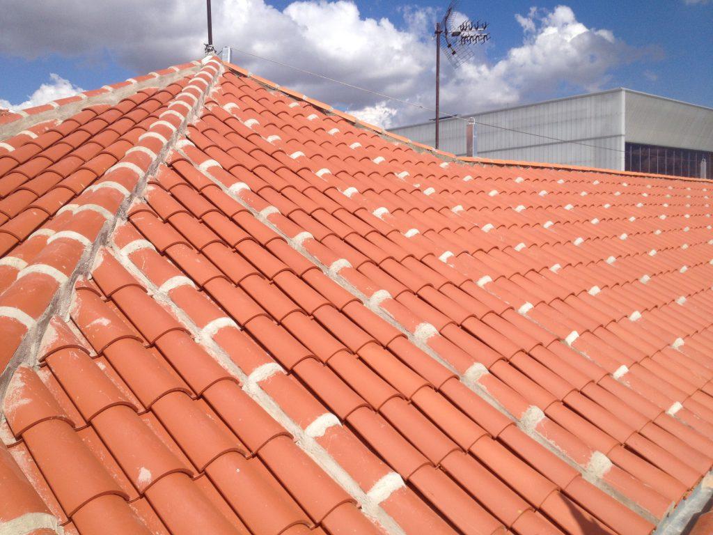 Rehabilitaci n cubiertas con teja curva grupo cubrian - Tipos de cubiertas inclinadas ...